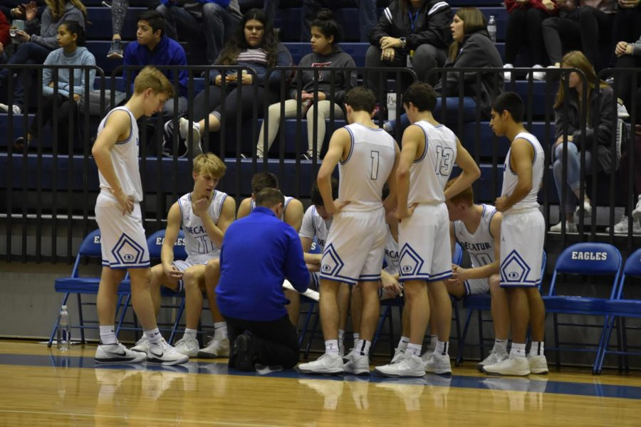 Pictured%3A+Coach+Drew+Coffman+advising+his+varsity+basketball+team%0A%0APhoto+courtesy+of+Lindsay+Gogniat